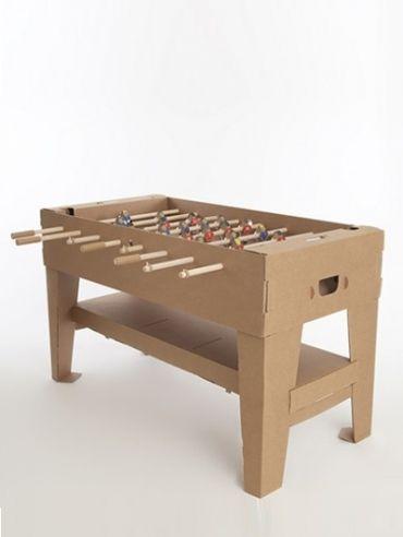 Een tafelvoetbalspel van karton! Licht en makkelijk te vervoeren. En voor een klein prijsje. Ha!