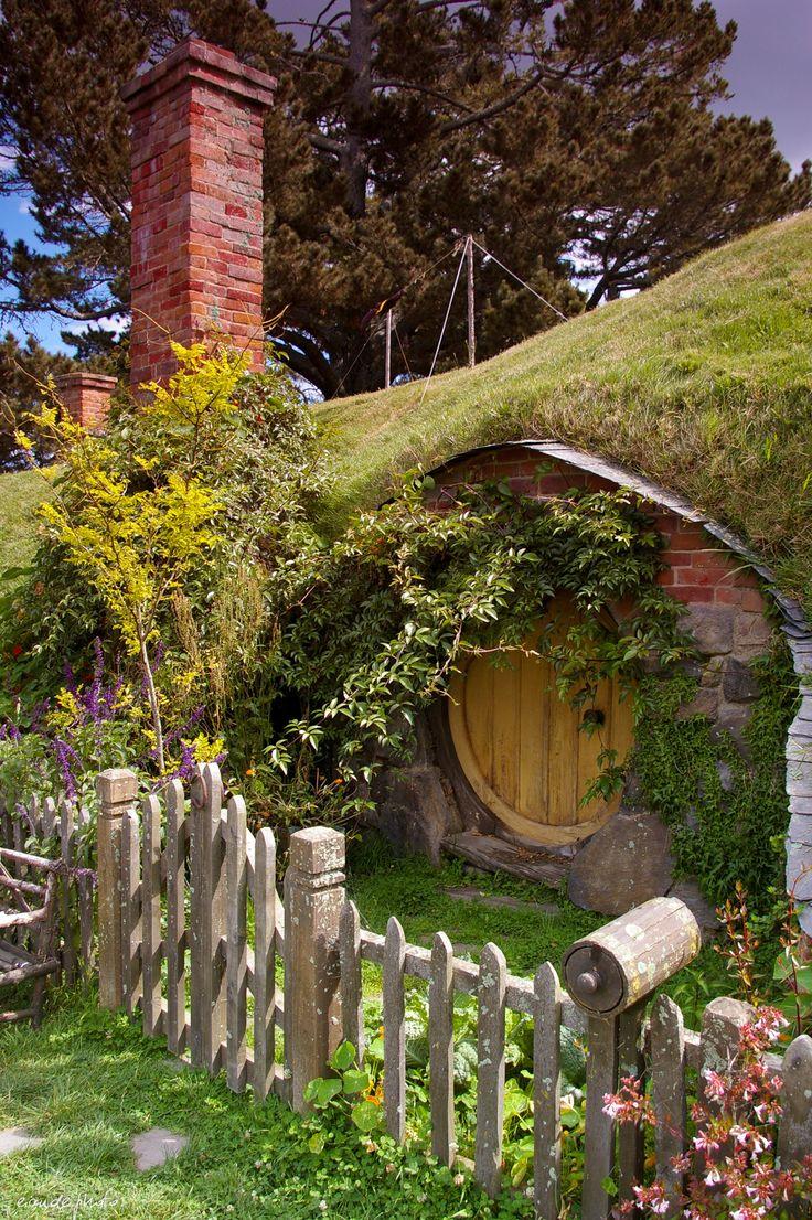 15 best Hobbit Houses images on Pinterest | Hobbit home, Tree houses ...