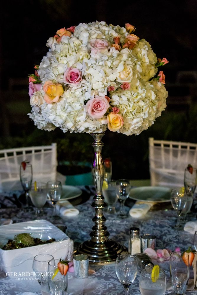Reception decor. White hydrangea and roses. Centerpiece. Aruba destination wedding at Occidental Grand Aruba Resort | Nicole + Mike | Eventios Aruba. Photographed by Gerard Tomko.