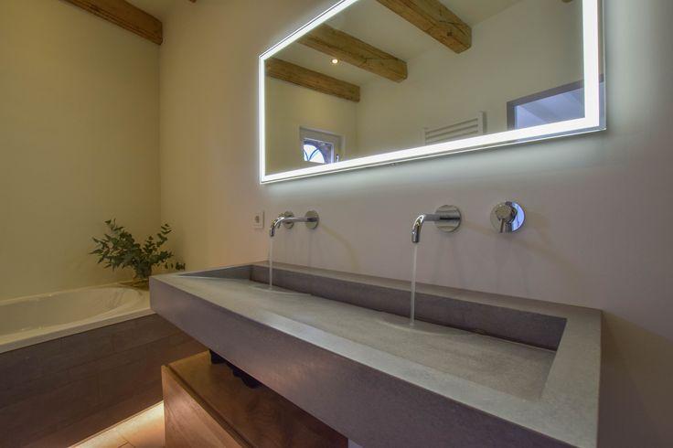 De Limburg serie betonnen wastafels van SolidDutch Concrete zijn er van 50 tot 150cm in diverse kleuren, met of zonder kraangaten en vrijhangd of te plaatsen op een meubel