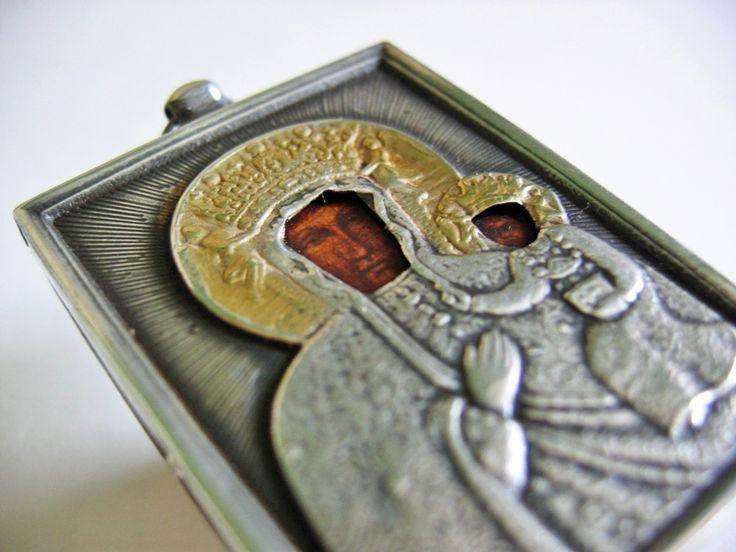 Polskie ikony w srebrnych koszulkach     Poniżej przedstawiam detale wykończenia ikony wraz z próbą srebra 925