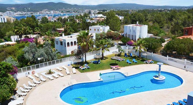 Hotel Apartamentos Monterrey Bahia de Sant Antoni Hotel Apartamentos Monterrey is situated just 450 metres from Punta Pinet Beach, in Ibiza's San Antonio Bay. It has an outdoor pool with a tennis court and a 24-hour reception.