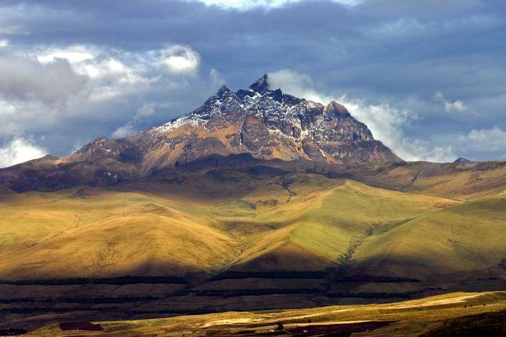 I Cotopaxi Nationalpark nær Lasso i Ecuador ligger ikke kun Cotopaxi vulkanen. Vulkanen Sincholagua er bestemt også et flot syn! Vulkanen tårner sig op over utallige dale, søer og floder – et imponerende landskab 3.500 meter over havets overflade.