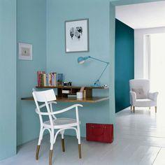 Varias saturaciones de un mismo color - Jugar con un color único, pero en diferentes gradaciones, no es aburrido ni mucho menos. Lo que se consigue aplicando esta alternativa a la pintura de tus paredes es un efecto de gran profundidad.