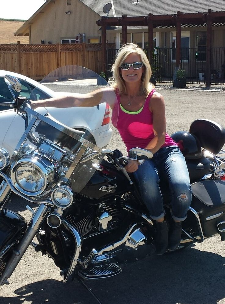 A beautiful day out in Livermore on the Harley Road King Classic. Wineries, gorgeous weather and biking. Nothing better. #harleydavidson #bikerbabes #HD