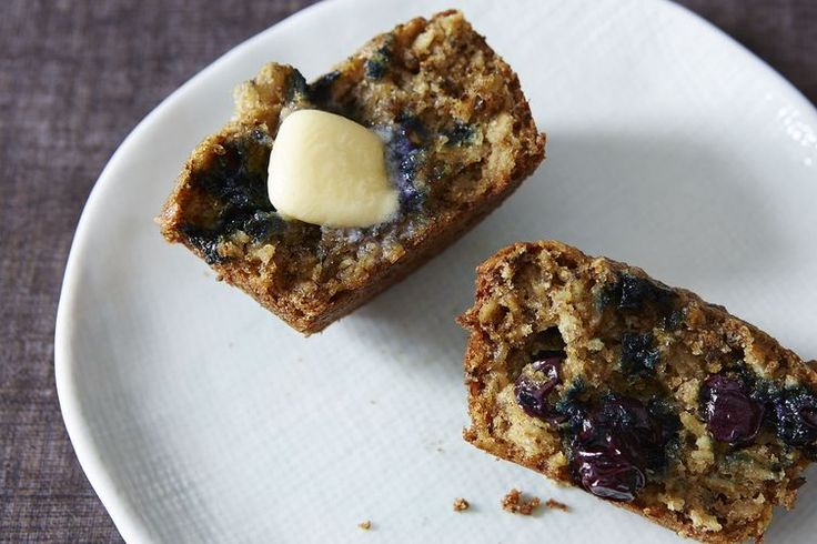 Blueberry, Oatmeal and Flaxseed Muffins {made & loved. used white spelt flour & added 1 T molasses to the batter}