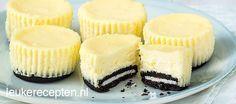 Twee heerlijke dingen samen gecombineerd in een muffinvorm: Oreo koekjes en cheesecake!