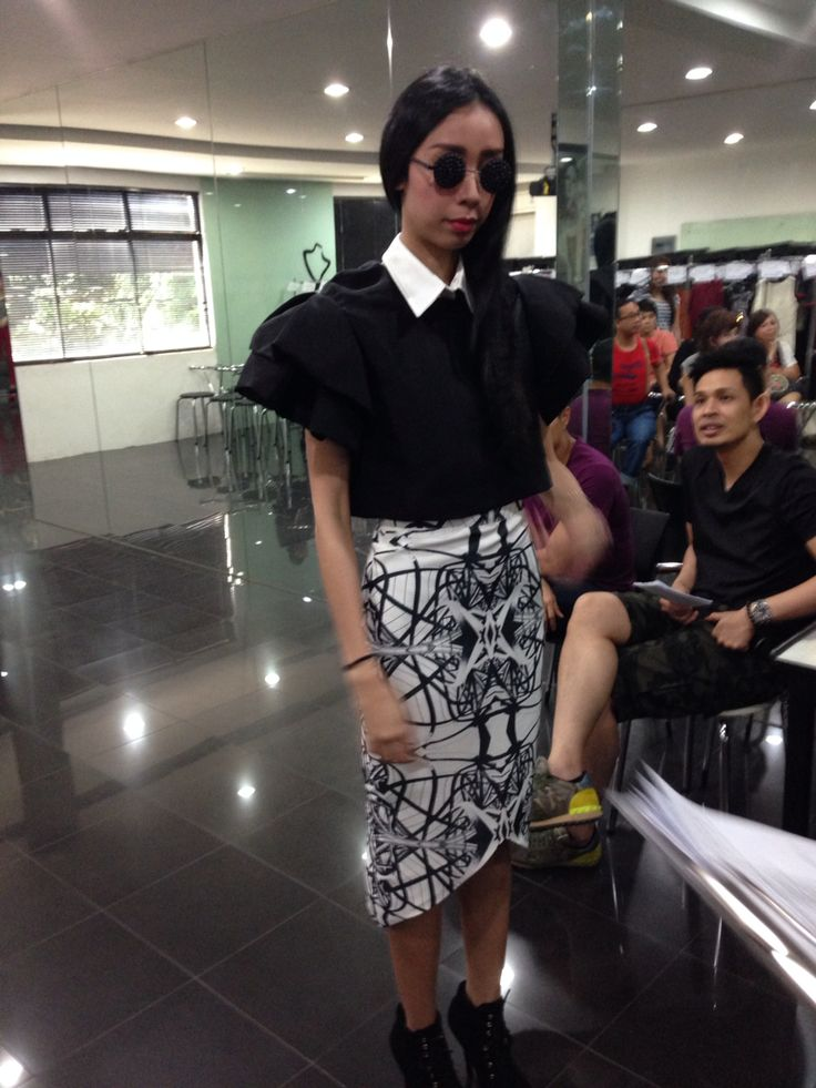 Fitting  'Tangled in Triangles' by Melody Utomo Putri  For LPTB Susan Budihardjo Graduation Show 2014 in jakarta - Ubiquitous Mod
