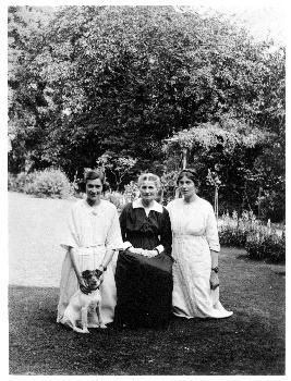 Cicely Mary Barker with her mother and Dorothy in the garden