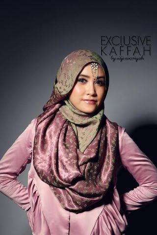 Syuka banget sama warna dan model hijabnya