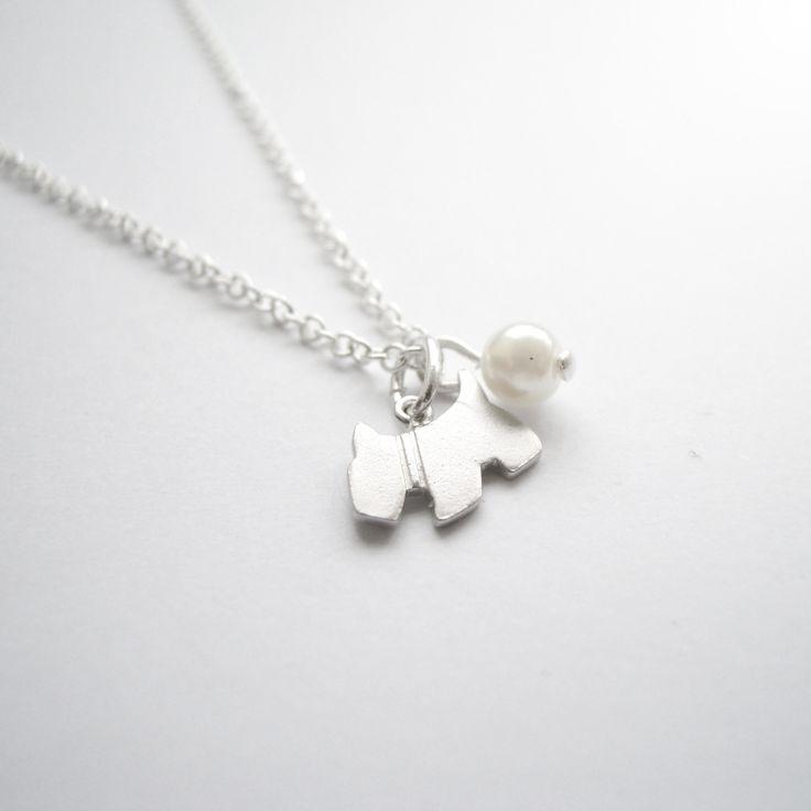 NÁHRDELNÍK S PEJSKEM Jemný náhrdelníček s pejskem a drobnou perličkou.