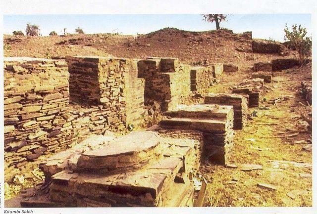 Ruins of Kumbi Saleh, capital of the Ghana Empire ( 830 AD to 1235)Kumbi Saleh era el capital del Imperio de Ghana situado en lo que ahora es Mauritania suroriental.  Koumbi Saleh se fundó en el siglo III, cuando sus vecinos manden y los Sanhaja berberes controlaban las rutas comerciales entre Kumbi Saleh, Aoudaghost, y Tombuctú.