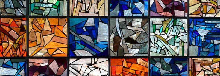 Вам нравятся витражи? Желаете витраж на оконном стекле или двери? Изготовление витражных окон, стекол для дверей, витражей для настенных ниш и панно, а также витражные подвесные потолки и роспись по стеклу для Вашего интерьера.