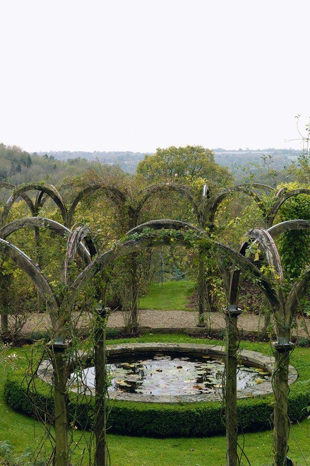 An English Country Garden in the Cotswolds #gardens #gardendesign (houseandgarden.co.uk)