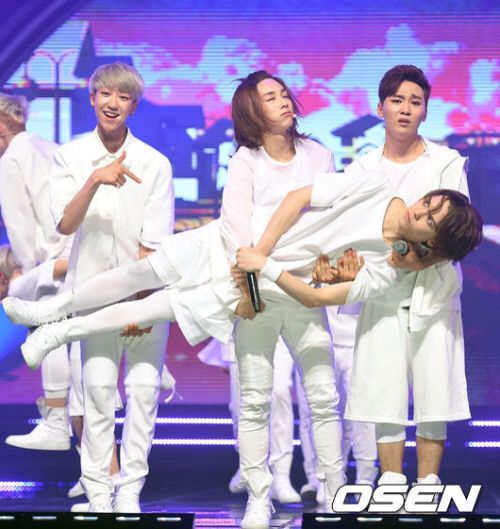 I love Jeonghan and Seongkwan's faces as they're carrying Hansol. But then there's Hansol's face. xD #Seventeen #Vernon