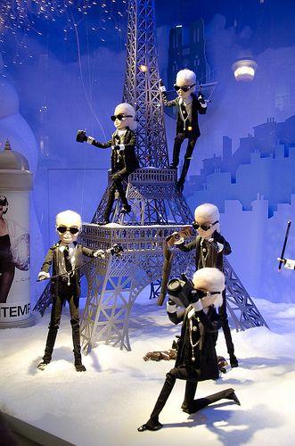 Vitrines de Noël au Printemps Haussmann, Paris France