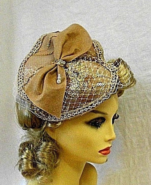 96ebbc555 VINTAGE INSPIRED 1940's 1950's STYLE NUDE BEIGE COCKTAIL HAT -ONE ...