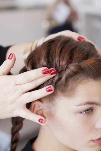 4 foolproof braids to try now! I like, but can't read all instructions..