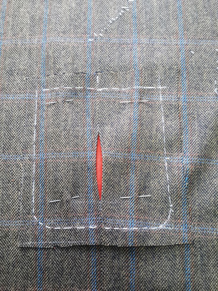 combinando los cuadros del bolsillo de pecho
