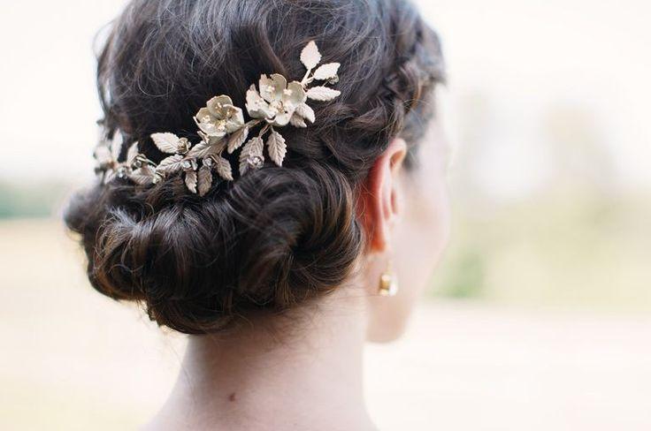 Przygotowaliśmy dla Was poradnik, w którym zebraliśmy najważniejsze wskazówki dotyczące doboru biżuterii ślubnej.  https://laoni.pl/jak-wybrac-bizuterie-slubna