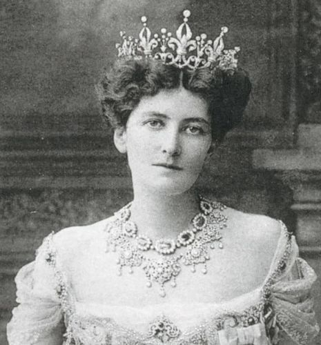 Lady Curzon's Boucheron tiara Lord Curzon married the American heiress, Mary Leiter, in 1895 after a long distance relationship and secret two-year engagement. Lady Curzon (1870-1906) accompanied her husband to India where, as Viceriene, she was the second highest ranking woman in the British Empire after the Queen