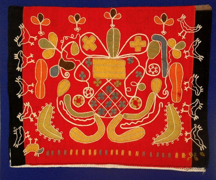 . Вышивка цветной шерстью по кумачу. Это верхошов и тамбур. Узор- Рожаница, древнейший семантический орнамент.