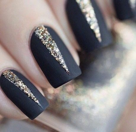 Black & goldy nail