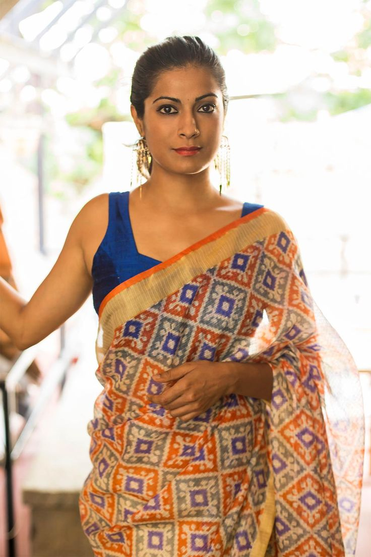 Bringing you yet another simple and truly versatile blouse this season! A square neck sleeveless blouse in a rich blue raw silk. You can never go wrong in this basic blouse.Pair with any saree having blue detailing or strike out in a contrasting saree and flaunt your creative pairing. #squareneck #blue #sleeveless #blouse #India #saree #houseofblouse