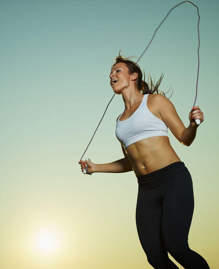 Waarmee je veel calorieën kwijt raakt is touwtje springen! Een springtouwis een goed hulpmiddel om af te vallen. Het is een ideale workout aangezien het niets kost, het overal gedaan kan worden en iedereen het kan! Spring je slank Touwtje…