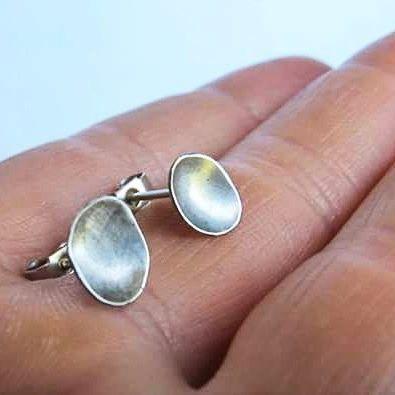 I just finished these little silver pebble earrings  #silverearrings #studearrings #fashion #pebble #pebbles #organic #nature #grey #minimalist #crouchend #handmade #crouchendjeweler #Jewellery