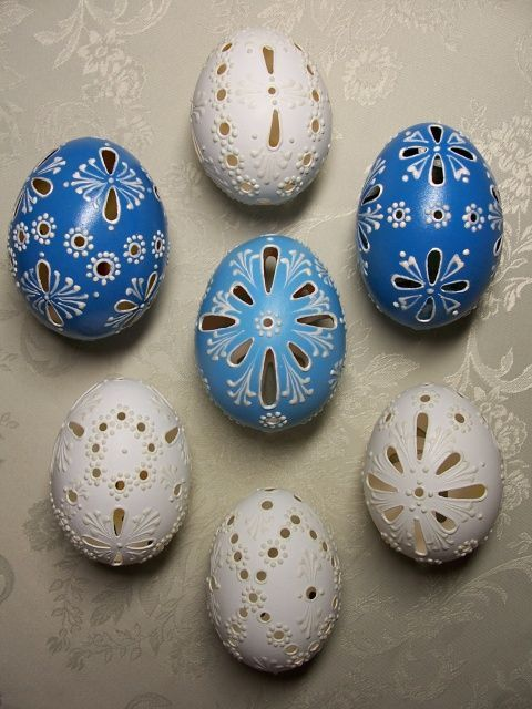 Pretty eggs, carved, colored and painted. Z