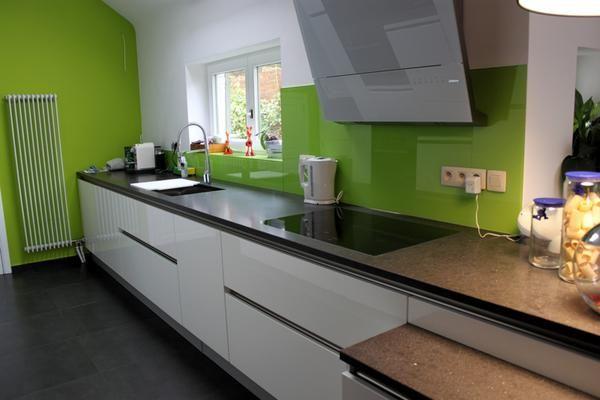Cuisine design blanche brillante sans poign e une hotte - Ikea cuisine sans poignee ...