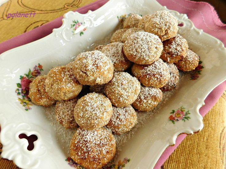 Almás+pite+–+egyszerűsített+verzió.+Kimér,+összekever,+süt,+kínál.+Nagyon+kiadós+és+klasszul+dobozolható+desszert,+ami+akár+napokig+is+eláll+a+hűtőben+(ha+marad,+ugye).  Hozzávalók:  -+1+csomag+Paleolit+Éléskamra+nyújtható+édes+lisztkeverék  -+3+db+M-es+tojásfehérje  -+25+dkg+tisztított+alma  -…