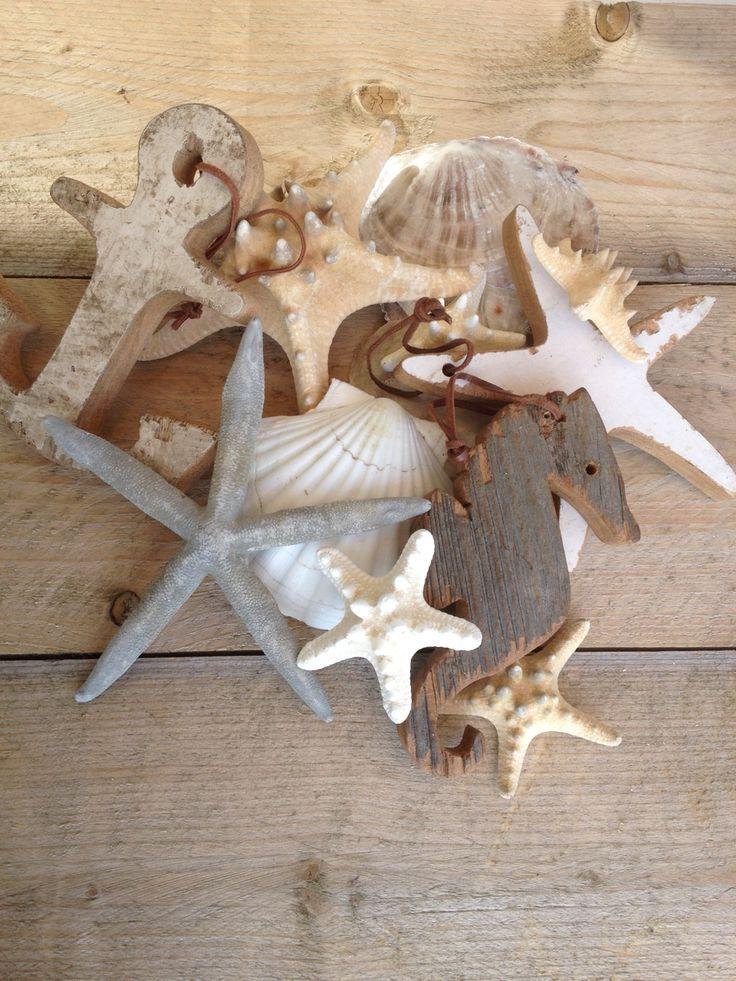 Otentic beach ornaments