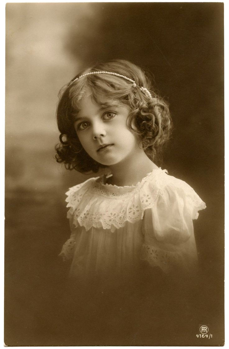 Pretty Antique Child Photo. I used this for a project and it's a beautiful picture when printed.