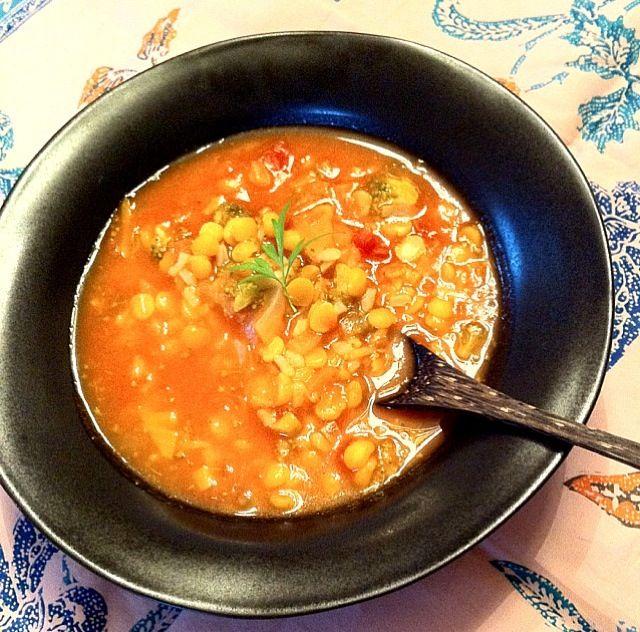 レンズ豆、ブロッコリー、玉ねぎをちょっと辛めのトマト味でトルコ風レンズ豆のスープ。体が温まり、代謝が良くなります。 - 27件のもぐもぐ - レンズ豆と野菜のスープ by CheerKitchen