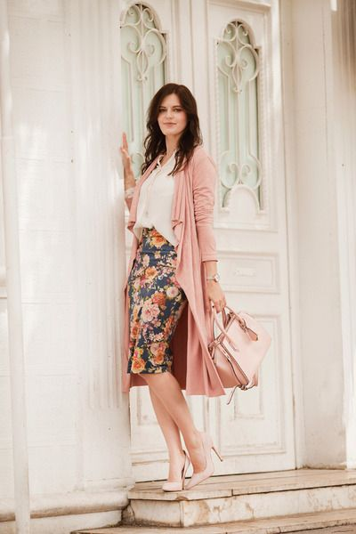 FLORAL+SKIRT+AND+PINK+TRENCH