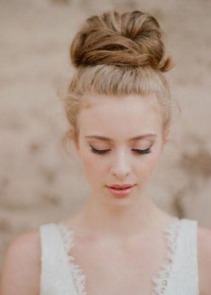 大きなお団子でティンカーベル風♡ ハロウィン用のヘアスタイル。髪型・アレンジ・カットの参考に☆