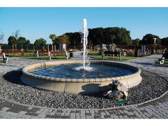 Wykonujemy oczka wodne, wodospady, kaskady, rezerwuary wodne.  Stosujemy profesjonalne pompy filtracyjno-strumieniowe, filtry i napowietrzacze, skimmery, reflektory Led oraz halogeny.  Jesteśmy  w stanie zaprojektować i wykonać każdy element wodny w ogrodzie dając gwarancję krystalicznie czystej wody.  Zapraszamy do współpracy na terenie całej Polski.  Szybki kontakt:  Kom: +48 500 042 299 Mail: info@robimyogrod.pl