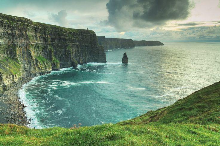 Los Acantilados de Moher, uno de los espectaculos naturales más impresionantes que ver en Irlanda.