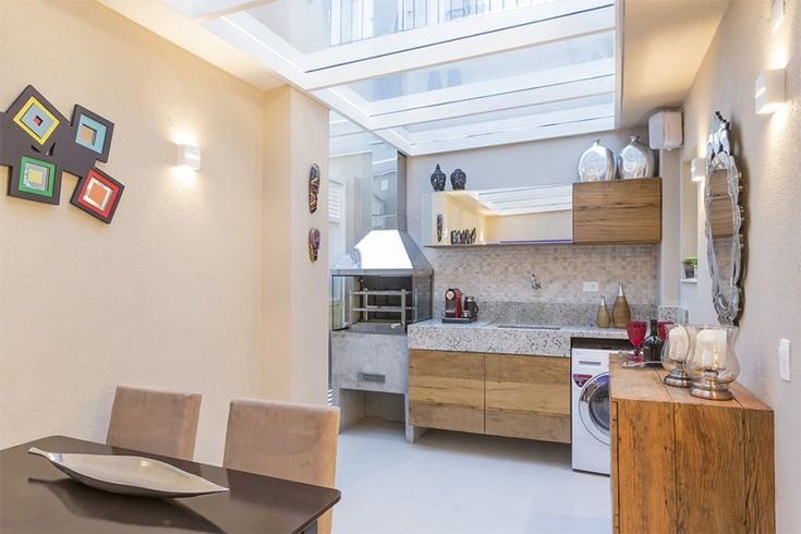 A reforma deste simpático apartamento que fica na Vila Mariana, São Paulo, otimizou o pequeno espaço inicial de apenas 34m². As soluções da arquiteta que a