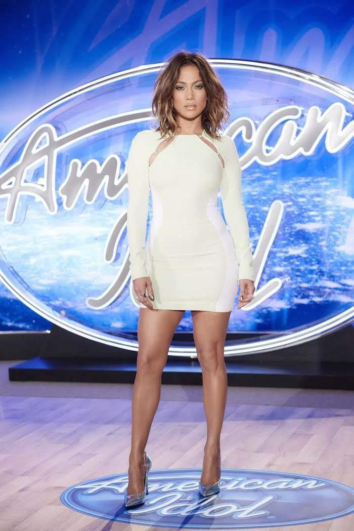 Jennifer Lopez Wear Mugler Resort 2016 White Long Sleeve Cady Dress and Casadei Silver Blade Pumps on American Idol This Weekend in Denver