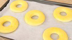 La délicieuse recette des donuts américains à cuire au four 3.42 (68.48%) 33 votes Les ingrédients : Pour la pâte à donuts : 500 g. de farine 220 g. de lait 60 g. de sucre 55 g. de beurre 1 sachet de levure boulangère 1 pincée de sel 2 œufs Pour le glaçage : 200 g. de chocolat …