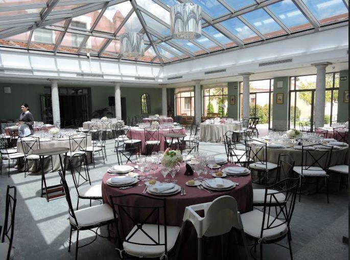 Organizar una #boda de día tiene ciertas diferencias con respecto a una de tarde/noche, pero siguiendo los consejos de Zankyou, ese día saldrá perfecto ;) #DíaB #PabellónFuenteTena #CateringdeBodas