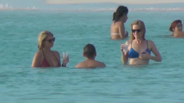 VIDEO: Kate Upton, Cameron Diaz and Leslie Mann Show Off Their Hot Bikini Bodies - http://ontopofthenews.net/2013/07/21/entertainment/video-kate-upton-cameron-diaz-and-leslie-mann-show-off-their-hot-bikini-bodies/