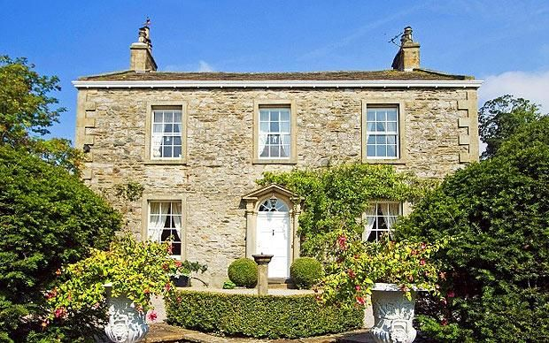 Townhead House in Stainforth, near the market town of Settle, is a handsome Jane Austen-style country house with seven bedrooms, a fanlight ...