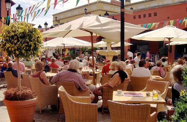 Die Schattenseiten des Tourismus: Ausbeutung und Menschenrechtsverletzungen. http://www.travelbusiness.at/?p=19408