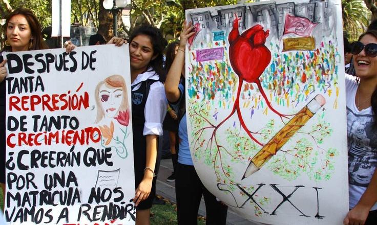 Pacífica protesta de los estudiantes expulsados en Providencia (05/03/2012)