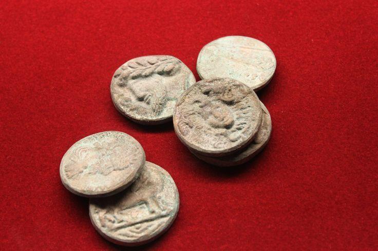 Old coins found in Pompeii. Vecchie monete trovate a Pompei