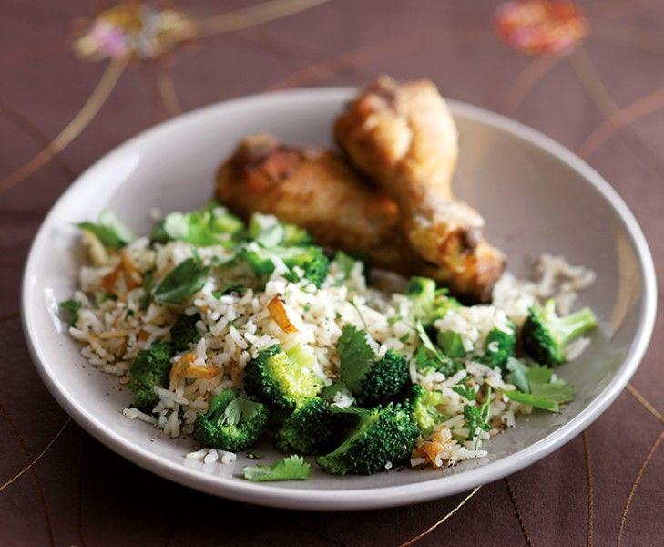 Lekker recept voor gebakken broccolirijst met duivelse kipdrumsticks. Met ca. 20 minuten op tafel.